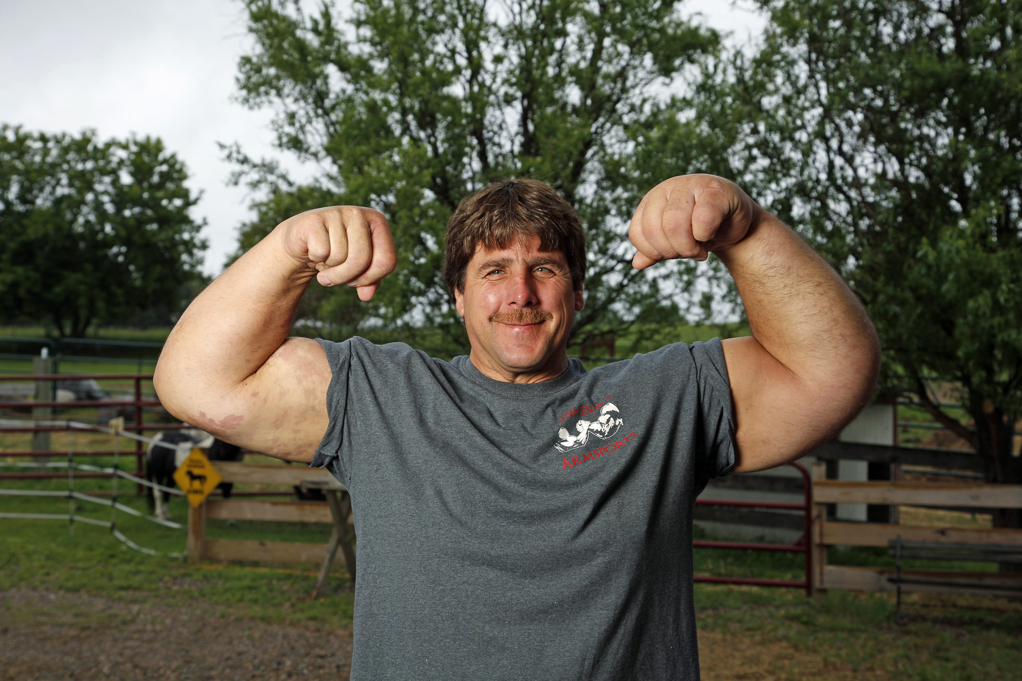 I y-arm what I y-arm...arm wrestler with giant forearms bears ...