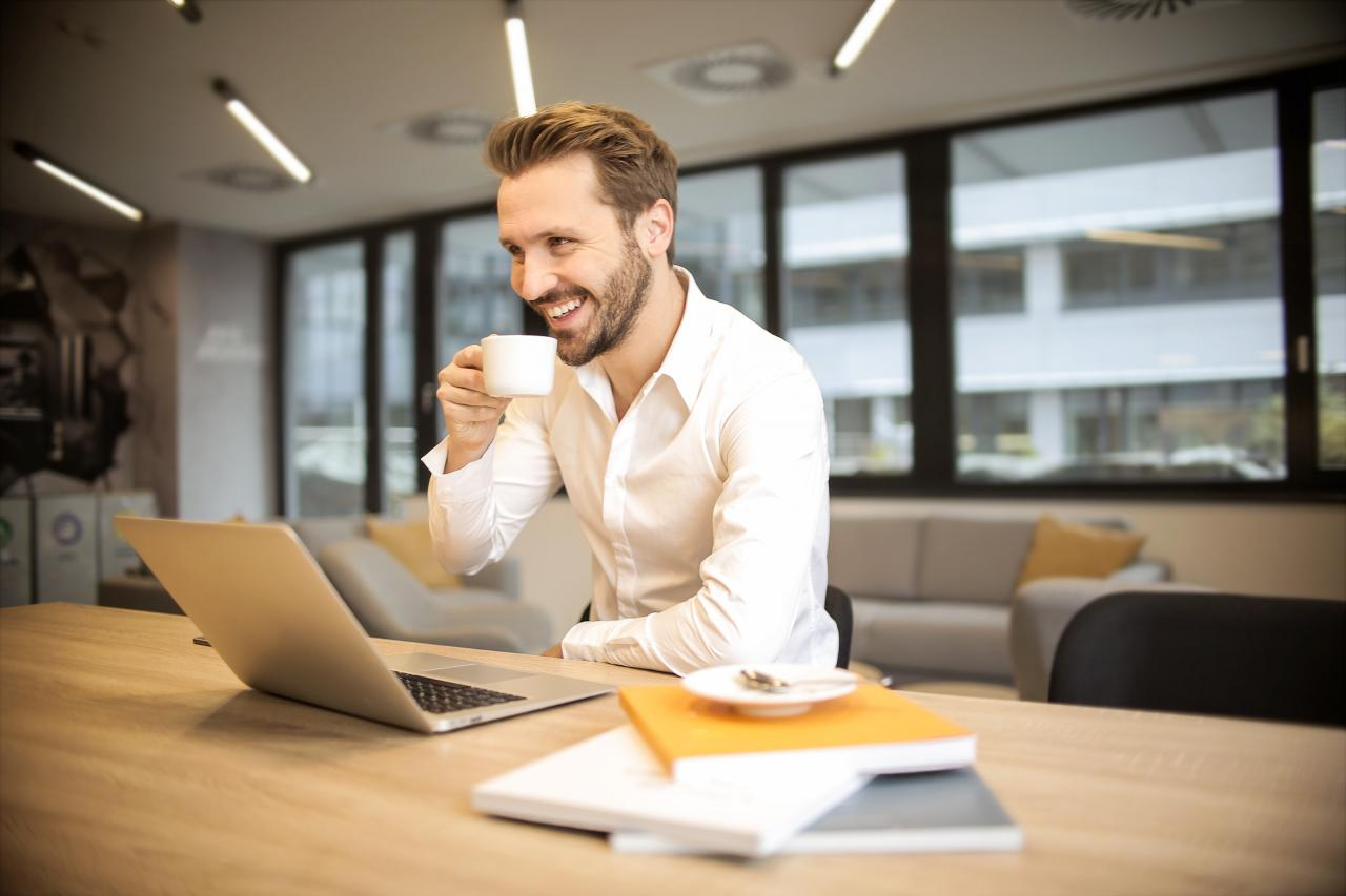 Depth of Field Photo of Man Sitting on Chair While Holding Cup in Front of Table, sitting, smiling, saucer, room, HQ Photo