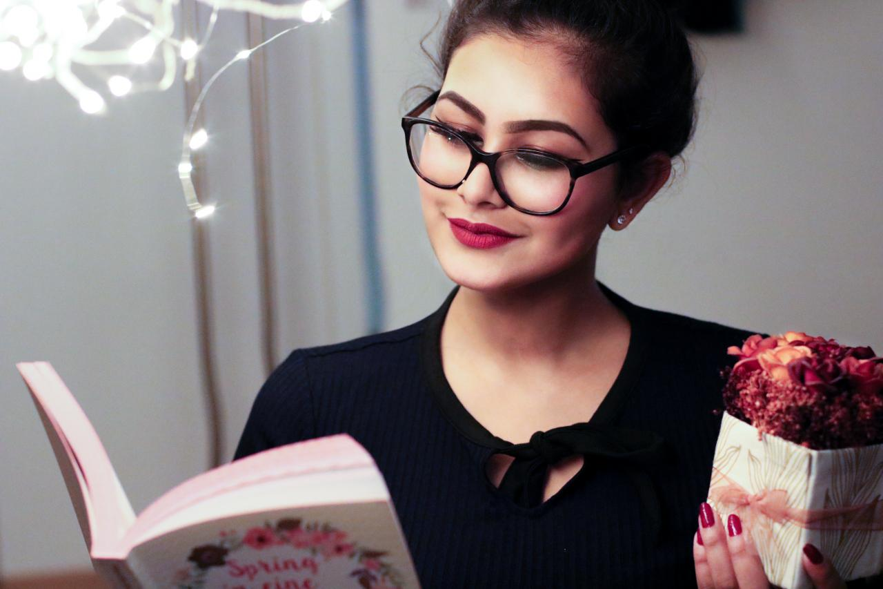 Woman Holding Book, pretty, reading, person, nice, HQ Photo