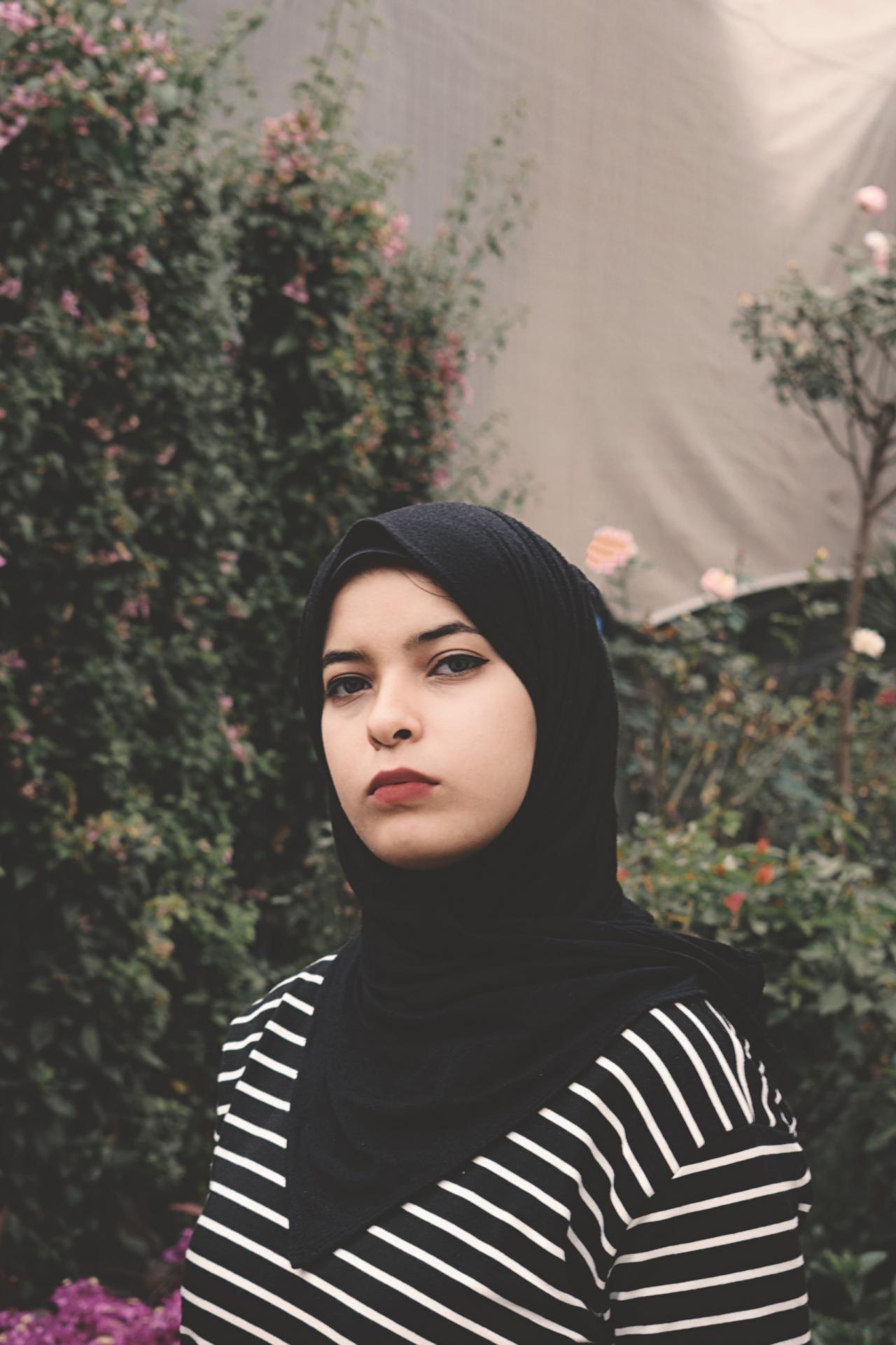 https://jooinn.com/images1280_/woman-wearing-black-veil-3.jpg