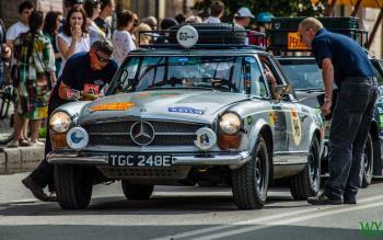 1967 Mercedes 250 SL - Isobel Mathew & Nicola Mathew