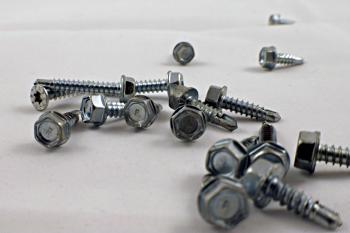 A pile of drill screws