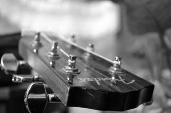 Acoustic guitar black/white