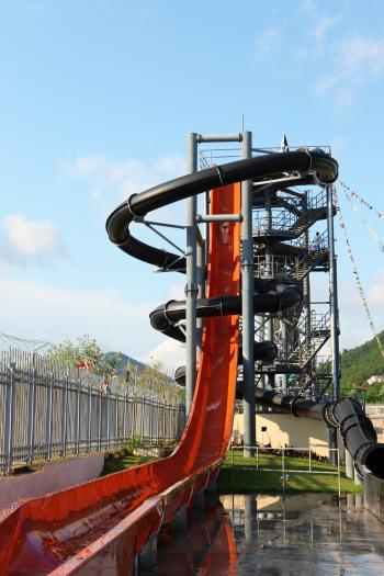 Aquapark slide