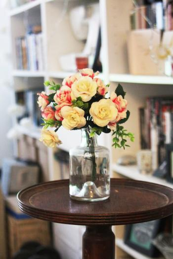 Arrange of Petal Flower in Clear Glass Vase at Table