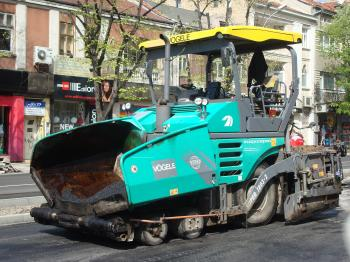 Asphalt laying machine
