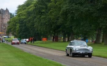 Aston Martin DB6, MG B GT, Mercedes C class (W204)