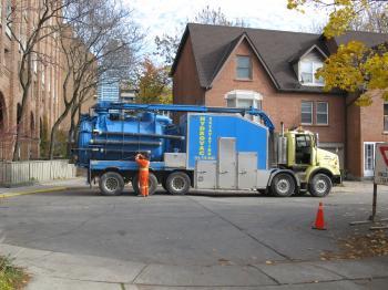 Big vacuum on Douville Court, 2014 11 11 (1)