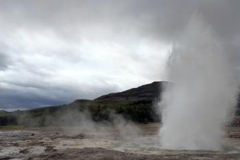 Blowing geysir
