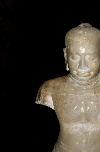 Broken Sculpture, Phi Mai