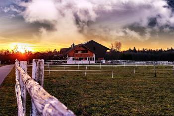 Brown Wooden Barn Under Cloudy Skie S