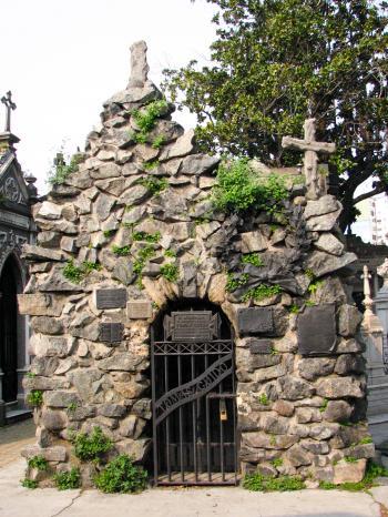 Cobblestone niche