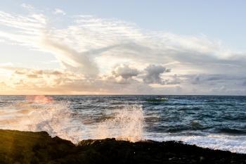 Crushing Waves on Rocks