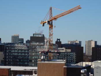 Distant construction cranes on Toronto's skyline, 2015 02 02 (15)