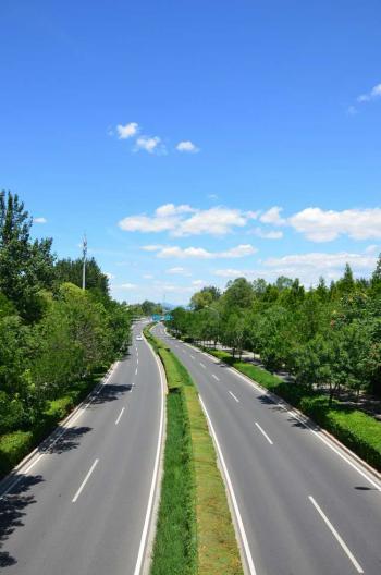 Double lane Highway - No Traffic