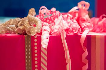 Gift wrapping with ribbons