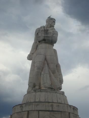 Heroic soldier statue