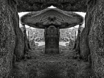 Le Trepied Dolmen - BW HDR