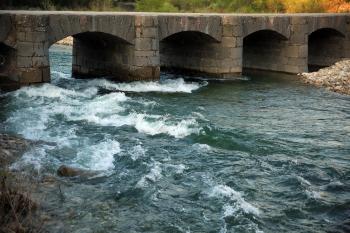 Les vigoureuses eaux de la rivière La Beaume