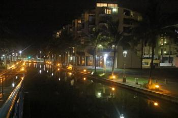 Light reflections in the canal