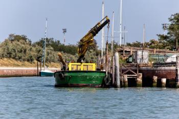 Maintenance barge