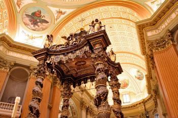 Marie-Reine-du-Monde Cathedral