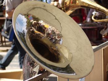 Mirroring horn