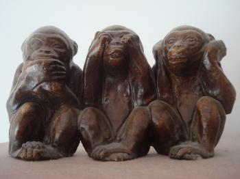 Monkeys wooden statue