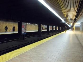 North and south platforms, Spadina TTC, 2013 01 26 -a
