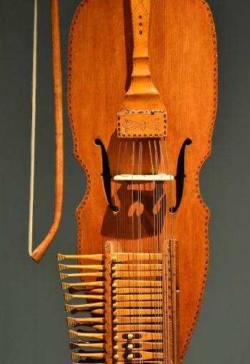 Nyckelharpa detail