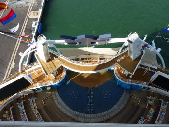 Oasis of the Seas ship-aquashow