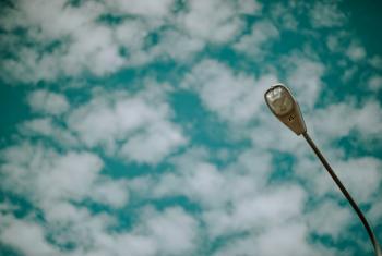 Photo Street Light Under Cloudy Skies