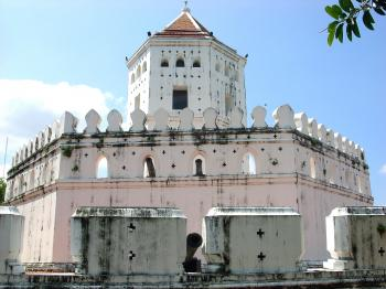 Phra Sumen Fort