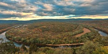 Potomac Horseshoe Overlook - HDR