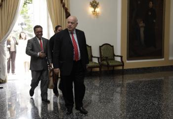 Presidente recibe a Secretario de OEA (1)