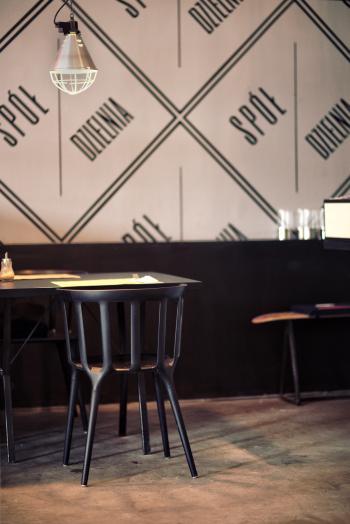 Restaurant: chair & table