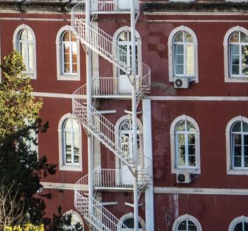 Romantic side ladders