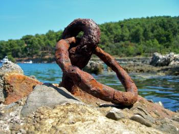 Rusted metallic anchor