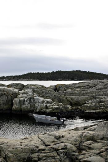 Sailing between the rocks