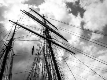Sailing ship's masts