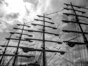 Sailing ship's masts