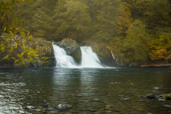 Salmon Falls in autumn, Oregon