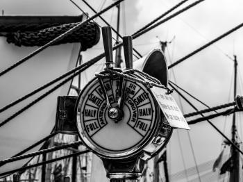 Ship's speed regulator
