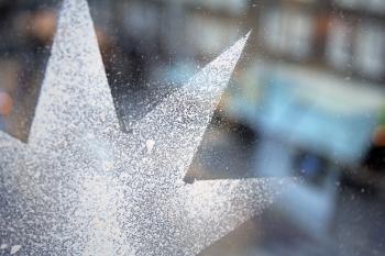 Spray snow christmas star