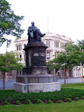 Statue in Queens Gardens Dunedin