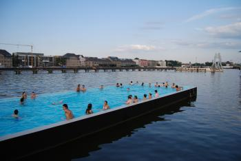 Swimming pool in the Spree