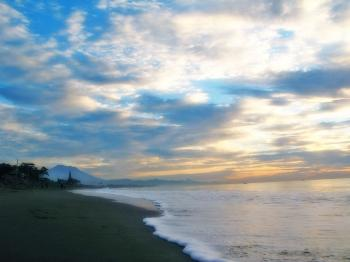The atmosphere of coastal dunes