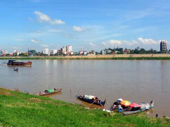 Tonle Sap River and boats