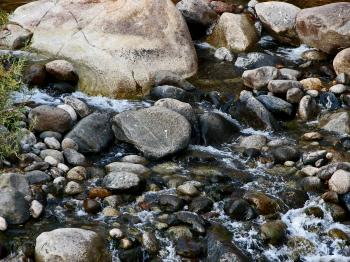 Trickling Over the Rocks