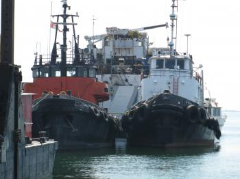 Two tugs in the Keating channel, 2012 07 13 -a.jpg